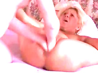 fingering the wifes slut till she squirts in