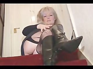 grown-up desperate blond babe into nylons and