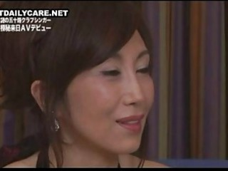 mature japanese into nylons