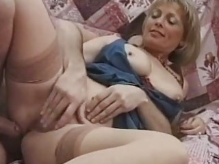 italian mature babe politely acquires her kitty