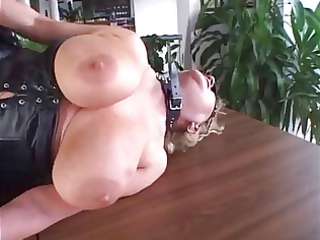 chubby grown-up fingering and piercing inside