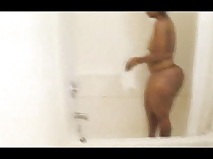 fat mature babe inside the tub