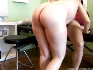 horny mature babe patient copulates the nurse