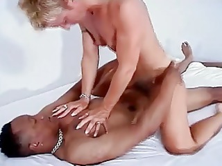 muscle mature babe fucked by a male and by a slut