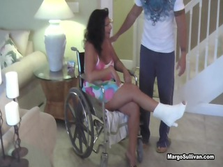 margo sullivan  mom breaks her legs