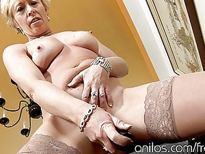 mature lady bangs vibrating sex-toy