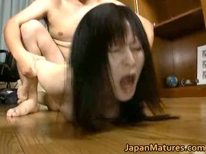 japanese milf likes masturbation