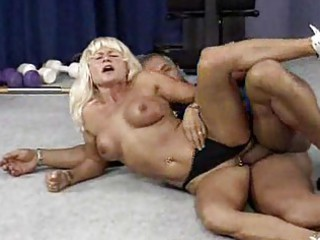 cougar bodybuilder needs uneasy  fuck